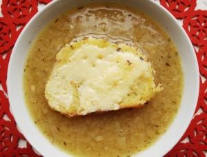 Подача супа в тарелке