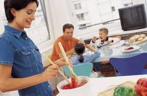 Как выбрать безопасную посуду в магазине?